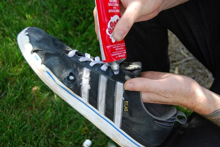 How to apply glue on shoes