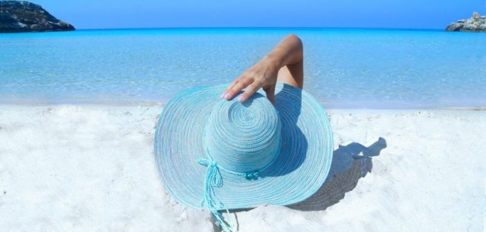 Top 10 Of The Best Cooling Hats For Summer And Buyer's Guide